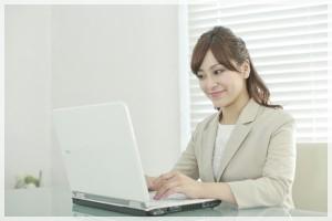 仕事する女性